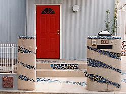 玄関と門柱